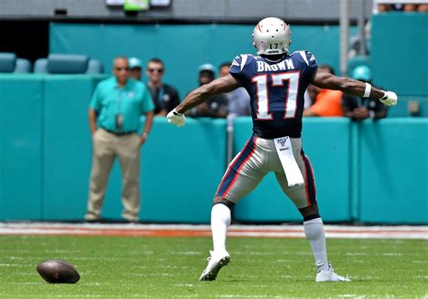 WATCH: Antonio Brown hauls in first TD with Patriots