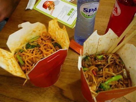 cuisine asiatique simple noodles photo de wok to walk amsterdam tripadvisor