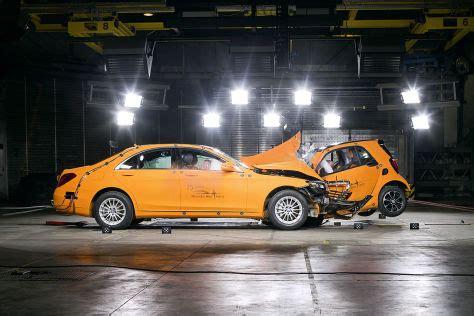 Nissan Gtr R35 Mercedes C Klasse Crash by Crashtest Smart Fortwo Gegen S Klasse Autobild De