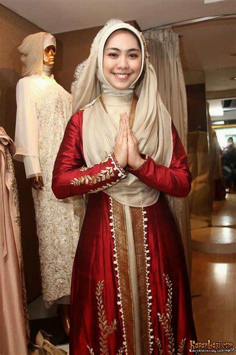 model baju muslim gamis syari ala artis oki setiana