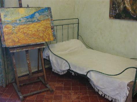 chambre hopital psychiatrique 8 gogh et l asile de paul de mausolé