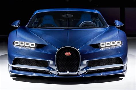 Ronaldo was handed the pleasure of test driving the bugatti chiron earlier this year and it appears he couldn't resist opening his cheque book to splash out on the he captioned the video: Siêu phẩm Bugatti Chiron carbon Bleu Royal diện kiến Geneva 2017