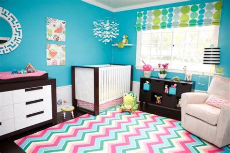 le tapis chambre bebe des couleurs vives  de