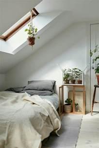 peinture blanche chambre lit pour chambre mansarde chambre mansardee deco ides