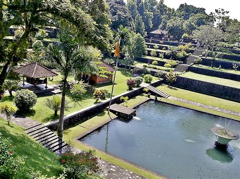 kompleks bersejarah taman wisata narmada ntb wahw33d