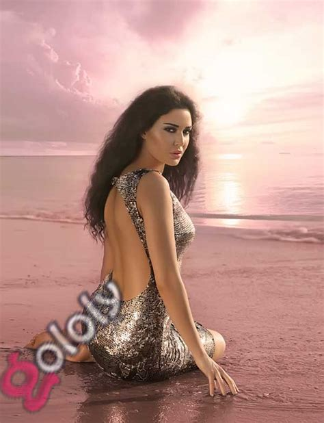 جولولي بالصور فنانات عربيات يرتدين فساتين عارية الظهر