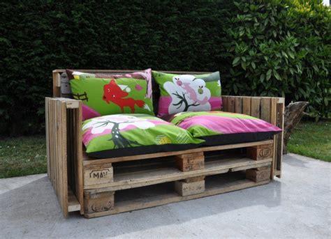 canape exterieur en palette un canapé à base de palettes recyclées l 39 emballage