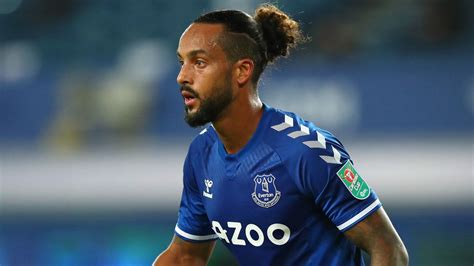 Theo Walcott: Southampton close to agreeing loan deal with ...