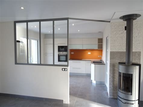 cuisine avec verri鑽e verriere entre cuisine et salon maison design bahbe com