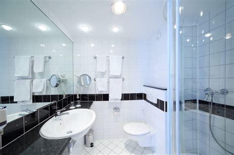 Küche Und Bad Im Partnerlook Eingerichtet Wohnzimmer In Braun Wandbild Für Bilder Wanddeko Einrichtungsidee Ikea Inspiration Podest Pc Im
