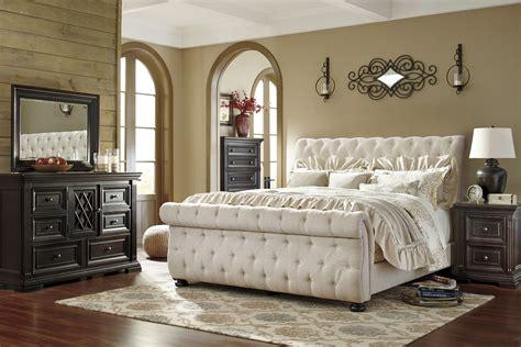 Willenburg Linen King Upholstered Sleigh Bed, B6437876