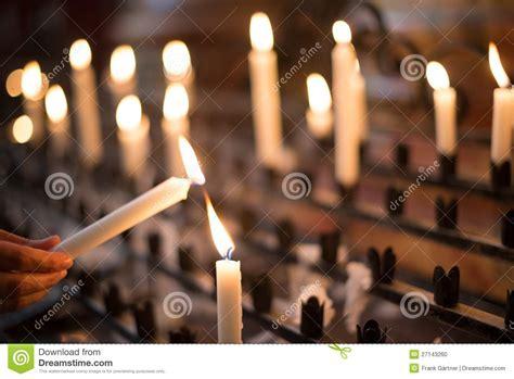 Preghiera Della Candela by Candela Di Preghiera Di Illuminazione Della Donna