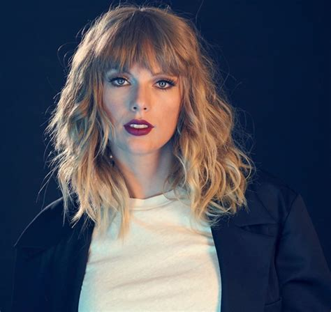 taylor swift headshot