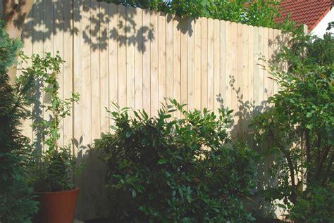 gartenzaun höhe zum nachbarn zaun 180 hoch windschutz zaun 180cm h he effektiver