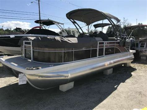 Used Pontoon Boats Maine by Bennington New And Used Boats For Sale In Maine