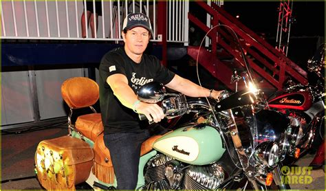 Wahlberg Indian Motorcycle by Wahlberg Takes A From Ted 2 To Unveil Indian