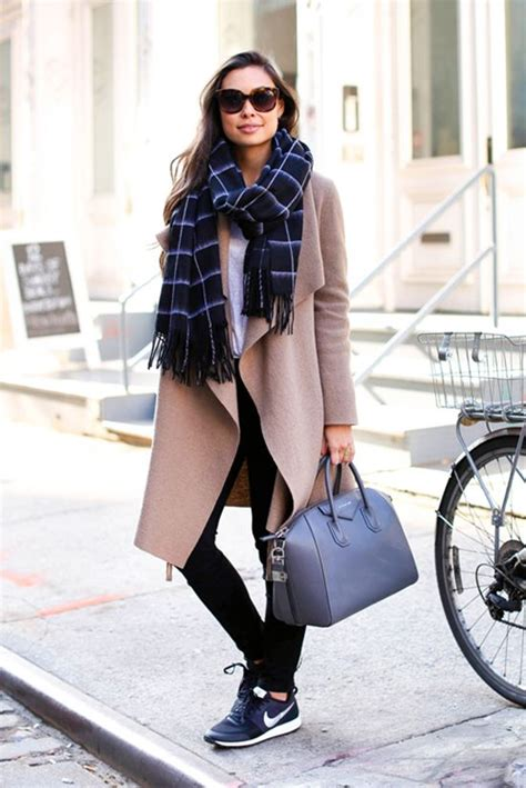 outfits  prove    chic  sneakers