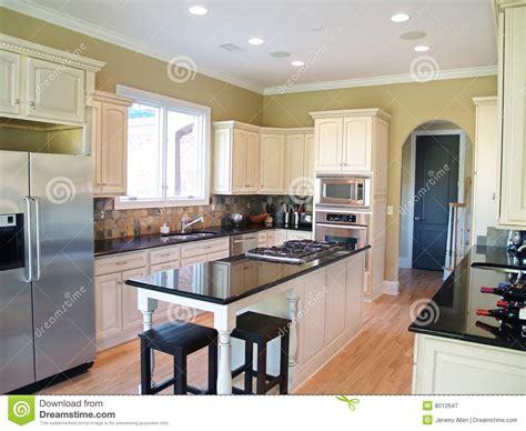 cuisine blanche moderne cuisine moderne blanche image stock image du porte micro