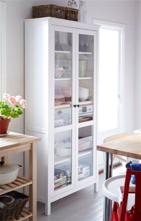 vitrine cuisine ikea 1000 idées sur le thème hemnes sur placard à