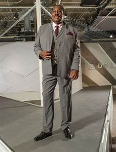 Delta Flight Attendants Uniform Designer Zac Posen Shares His Inspiration For Those New