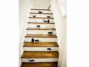 animer la cage d39escalier avec des motifs de stickers With peindre des marches d escalier en bois 15 cage descalier 20 idees deco pour un bel escalier