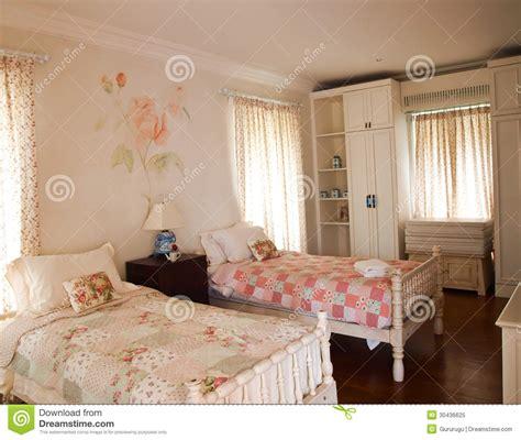 chambre jumelles chambre à coucher jumelle photo libre de droits image