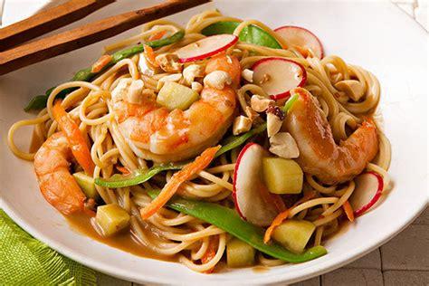 pates chinoises aux crevettes p 226 tes saut 233 es aux crevettes et aux l 233 gumes 224 l asiatique