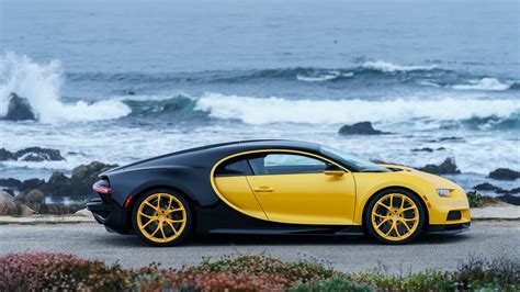 Wearing a bright yellow, accented by dark black carbon fibre, a touch of white around the headlights adds something a little different. 2018 Bugatti Chiron Yellow and Black 4K 3 Wallpaper | HD Car Wallpapers | ID #8850