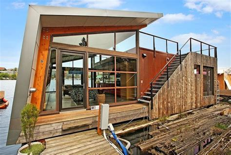 Houseboats For Sale Seattle Area by Best 20 Pontoon Houseboats For Sale Ideas On