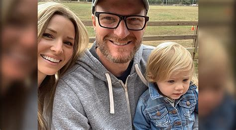 dale jr amy  expecting  child country rebel