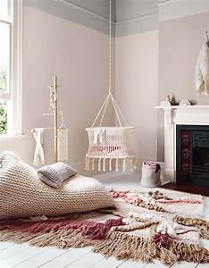 chambre de bebe 25 idees pour une fille elle decoration With chambre bébé design avec petit arbuste fleuri persistant