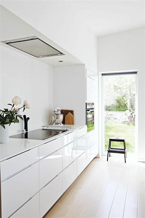 cuisine laqu馥 blanche la cuisine blanche laquée en 35 photos qui vont vous inspirer