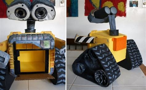 Amazing Robot Sculptures Made From Trash
