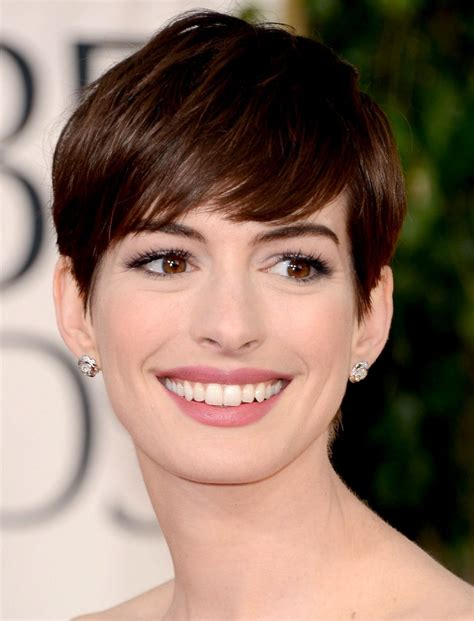 Anne Hathaway: roles in movies to 2001   Around Movies
