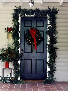 how to hang garland around front door i saw a way to do this easier but i can t remember where use a straw form as the wreath base