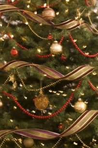 christmas tree decorating with ribbon michelle lynne interiors group