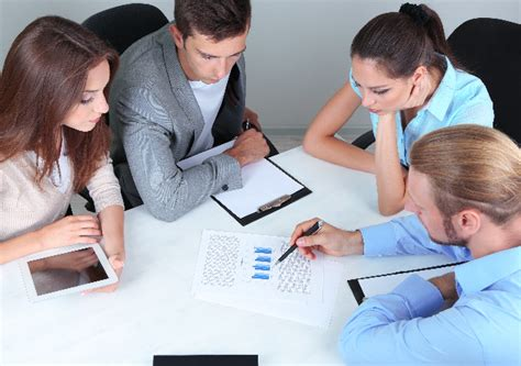 4 Ways To Make Your Sales Team Meetings More Productive