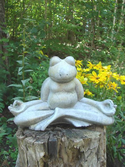 meditating frog mondus distinction garden decor