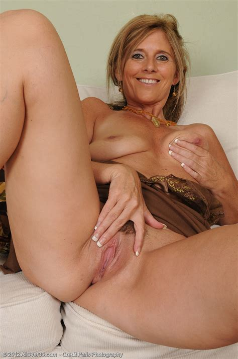 Mature Pictures Featuring 48 Year Old Amanda Jean From