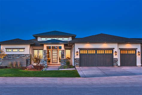 4 Bedrm, 2593 Sq Ft Contemporary House Plan #161-1085