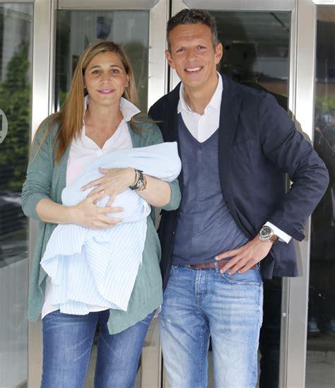 foto de Joaquín Prat y Yolanda Bravo se llevan a casa al pequeño