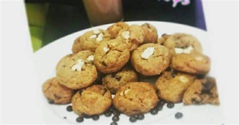 "Kue lumpur kentang merupakan kue cemilan berbahan baku kentang dan santan yang cukup banyak digemari oleh masyarakat indonesia. Resep Kue Lebaran: Resep chewy ""mini monster"" chocochip ..."