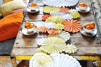 perfect friendsgiving diy table decor