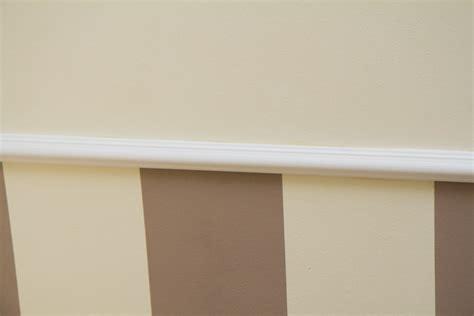 Wand Mit Streifen Gestalten w 228 nde professionell gestalten stuckleisten und streifen