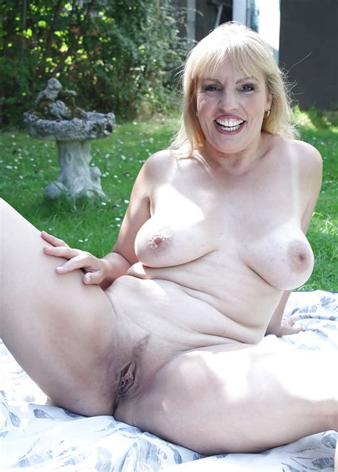 Busty Blonde Mature Danielle Pics Xhamster