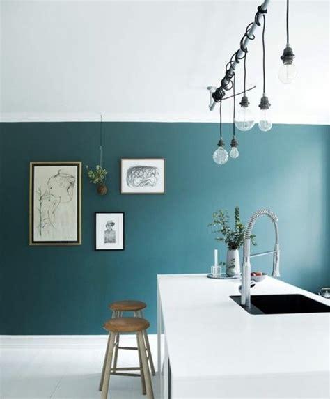 peinture cuisine bleu déco salon modele cuisine artistique couleur peinture cuisine bleu pétrol îlot blanc tr