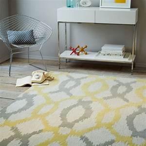 Tapis Jaune Et Gris : tapis laine moderne invitez les couleurs et le style chez vous ~ Teatrodelosmanantiales.com Idées de Décoration