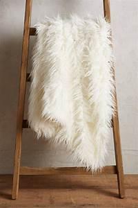 Plaid Blanc Fourrure : le plaid fausse fourrure confort pour vous et style luxueux pour l 39 int rieur ~ Teatrodelosmanantiales.com Idées de Décoration
