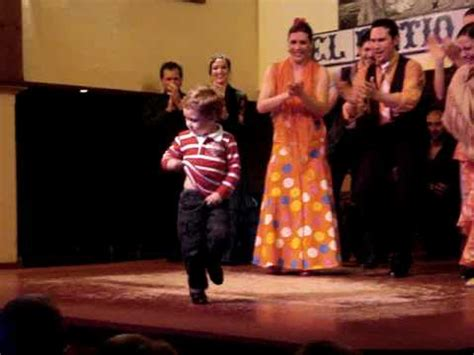 Niño Bailando Flamenco En Tablao Flamenco Youtube