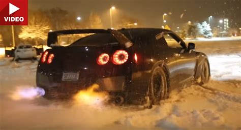Gtr Shooting Flames Wallpaper by Nissan Gt R Spits Flames In The Snow